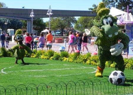 Soccer Goofy-Epcot Flower and Garden Festival 2014