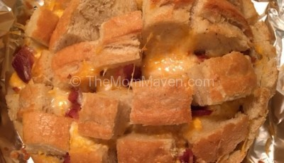 Cheesy Pull Apart Bread with Garlic and Bacon