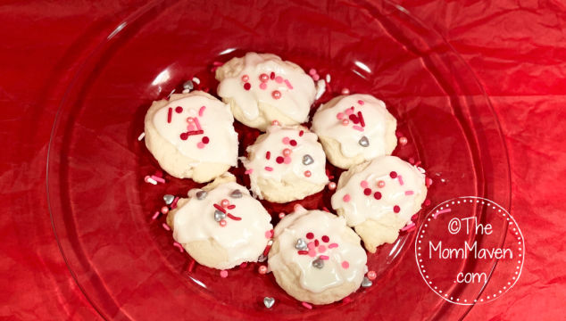 These delicious Vanilla Meltaways are cookies that melt in your mouth in a very satisfying way. They are easy to make and simple to customize.